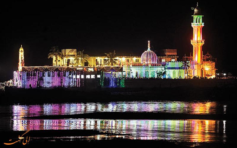 آرامگاه حاج علی بمبئی در شب