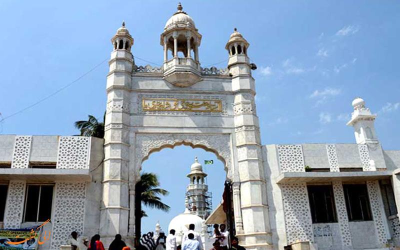 سردر آرامگاه حاج علی در بمبئی