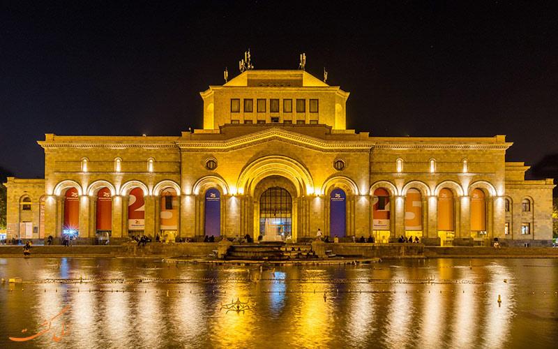 ساختمان موزه ارمنستان در شب