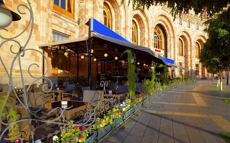 محوطه ی رستوران بالکنی هتل