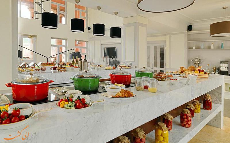 میز پذیرایی هتل ماریوت ارمنستان