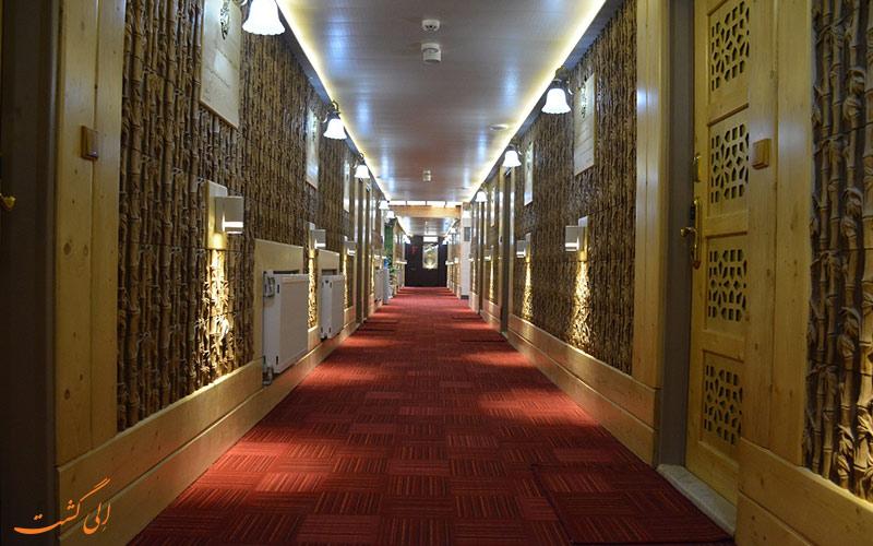 تصویری از راهرو هتل هخامنشیان اصفهان