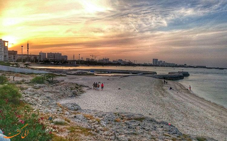 گردشگرانی در ساحل کیش-بهترین زمان سفر به کیش