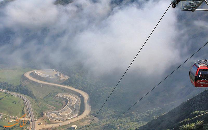هوای مه آلود فضای تله کابین حیران