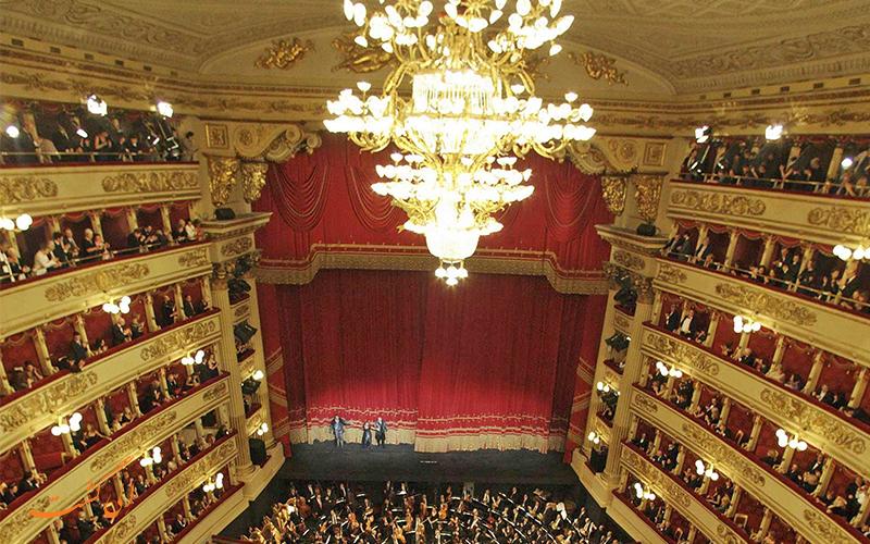 تماشاچیان در تالار اپرای لا اسکالا میلان