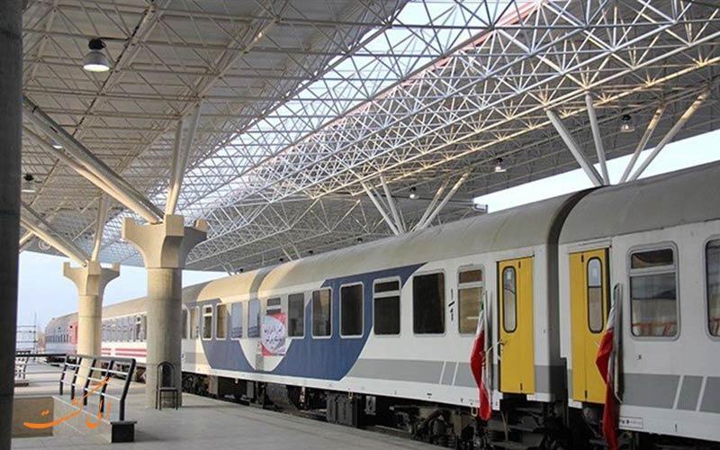 توقف قطار تهران در ایستگاه راه آهن رشت