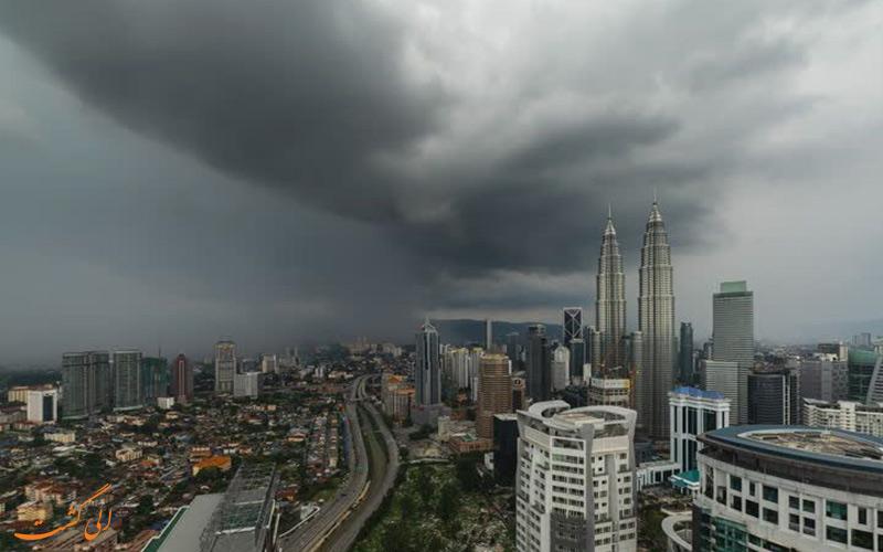 زمستان و آسمان ابری کوالالامپور