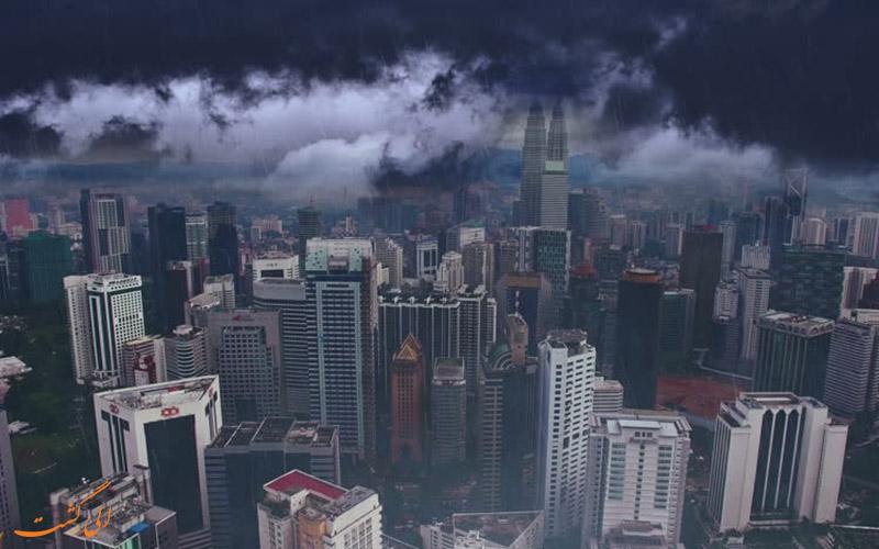 کوالالامپور در آب و هوای بارانی