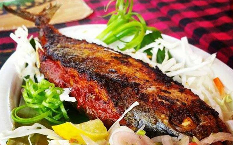ماهی رچیدو به همراه مخلفات